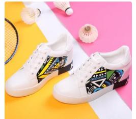 卓诗尼小白鞋,既时尚、舒适又青春活力-2