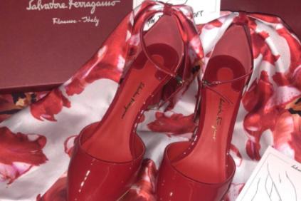 高跟鞋品牌推荐?菲拉格慕红色丝巾高跟鞋怎么样?-1