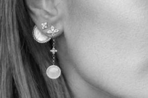apm耳环是单只卖吗?可以沾水吗?-1