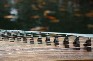 古筝初学者应该如何挑选适合自己的古筝-1