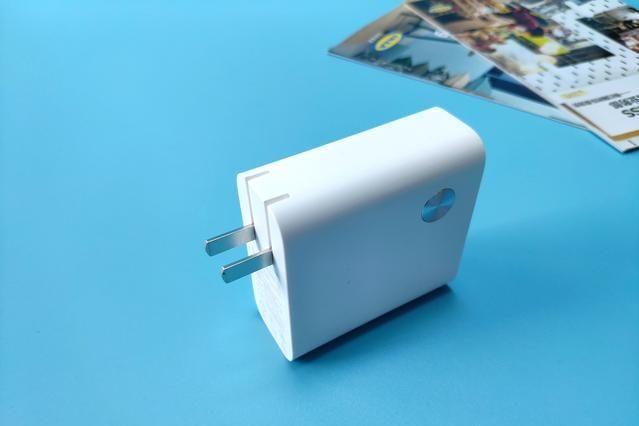 小米二合一移动电源,即是移动电源也是充电器,实属出行必备良-2