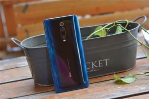 小米家两款手机摆在眼前:女朋友选择了小米9,而我选了它-3